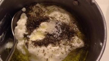 Pasta de iogurte com endro