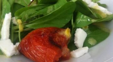 Salada verde com confit de tomates