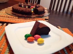 Bolo de chocolate servido